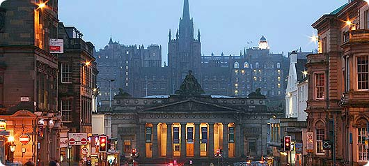 scotland-edinburgh-at-night