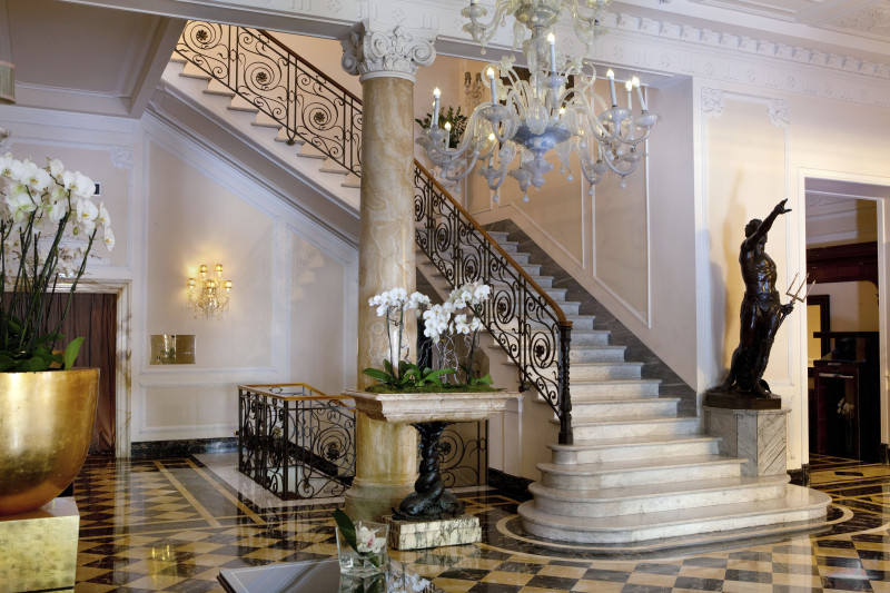 2_Regina_Hotel_Baglioni_Lobby1-800x533
